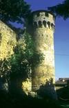 torrione del castello di Monfestino nel territorio di Serramazzoni