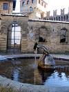 fontana all'interno del castello di Vigoleno