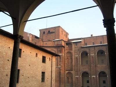 Palazzo Farnese dai portici interni