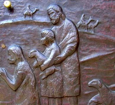 particolare del portone della chiesa di Piozzano